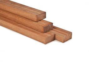 Hardhout geschaafd timmerhout 4,4x8,8x305 cm
